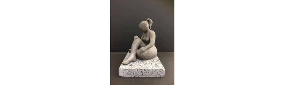 escultura sobre mesa